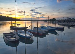 IMG_8786 ~ subuh di lumut (alongbc) Tags: fishingboats reflection sunrise cloud sea water lumut perak darulridzuan malaysia travel place trip canon eos700d canoneos700d canonlens 10mm18mm wideangle