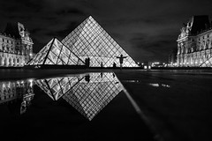 Diamant de Paris (Mustafa Selcuk) Tags: 2017 paris farbfilm france street streetphotographer streetphotography travel beaute louvre musée museedulouvre blackandwhite bnw bw noiretblanc neb nb fujifilm fujifilmfrance nightphotography minimalism monochrome