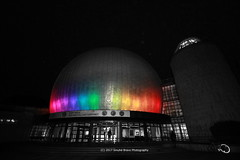 318/365 - Shiny Disco Ball? (Sinuhé Bravo Photography) Tags: canon eos7dmarkii selectivecolor nightshot planetarium colors lights rainbow zeiss grosplanetarium berlin building