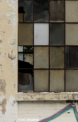 What's inside (rumimume) Tags: potd rumimume 2017 niagara ontario canada photo canon 80d sigma abandon window building broken outdoor