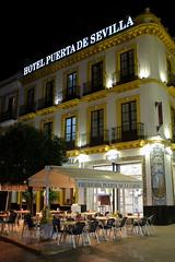 100T6049 (Enrique Romero G) Tags: hotel puerta sevilla freiduría carne spain noche nocturna night fujix100t