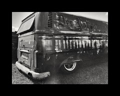 Der Rattenfanger (Olympus OM2n, Ilford xp2) EXPLORE (Mr B's Photography) Tags: volkswagen vw camper transporter film olympusom2n ilford xp2