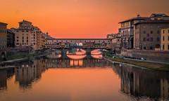 Ponte Vecchio, Florencia (Felipe G.Fuertes) Tags: florence florencia firenze italy italia pontevecchio sunset colors bridge river fiume arno olympus omdem1