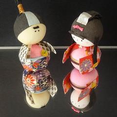 Konnichiwa!  ** Explored ** (boeckli) Tags: konnichiwa japan osaka puppen dolls paper colourful osakacastle farbig farbenfroh spiegel spiegelung reflection mirror onthemirror smileonsaturday