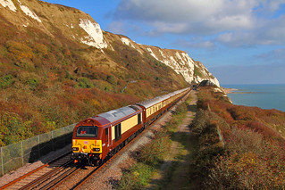 67021 along the White cliffs with the VSOE working 1Y46  from Victoria - Folkestone at Capel-le-Ferne with 67024 the rear loco 02-11-2017