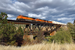 Flyin' over the Spokane River (Moffat Road) Tags: bnsf intermodal stack spokaneriverbridge spokane washington clouds wa ge ac4400cw 5633