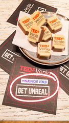 Schokolade und Flugblätter - TEDxVenlo 2017 (marcoverch) Tags: business geschäft noperson keineperson text money geld finance finanzen signalise signalisieren symbol paper papier sign schild achievement leistung designing entwerfen commerce handel service bedienung wood holz winter security restaurant sicherheit snow conceptual deutschland begriffs naturaleza display anzeigen 7dwf music technology november technologie desktop children streetart sale verkauf schokolade flyer tedxvenlo2017 flugblätter