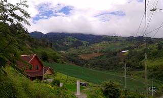 Paisaje con casa, hacia el volcán Irazú/ Landscape with a house, towards the Irazú volcano