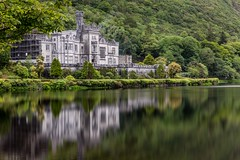 dreams painted in the lake (jimx9999) Tags: countygalway ireland irland castle schloss reflection reflexion kylemoreabbey