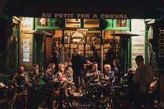 Everything's free here, there's no crowds (.KiLTRo.) Tags: paris îledefrance france fr gente people bici bicleta bicycle bar negocio street night light urban kiltro