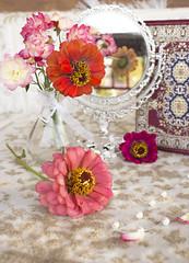 Flowers (mrikaselimi) Tags: flores espejo mirror notebook vase flower flowers petals petalos florero beads vintage colorfulflowers bouquet