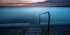 Escalier de piscine (Beppe Rijs) Tags: deutschland germany schleswigholstein schlei wolken wolkendecke landschaft landscape natur nature horizont horizon clouds grau grey farbig colored line linie river fjord fluss ufer reet blue blau orange water wasser sunset sun sunray sundown sonne sonnenstrahl sonnenuntergang le long exposure