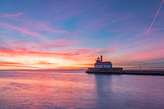 Colorful start! (karindebruin) Tags: america air clouds coast colors canalpark canon duluth leefilters golfbreker kust kleuren lucht landscape landschap longexposure langesluitertijden lee minnesota meer nd06hardgrad pink paars reflectie reflection roze sky sunrise usa water zonsopkomst lighthouse vuurturen superiorlake