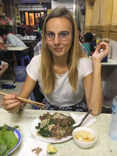 Notre premier dîner au Vietnam, des nouilles sautées avec du boeuf.