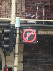 Flashing LED No Right Turn Symbol on Hackney Rd/Dequetteville Tce/North Tce/Botanic Rd intersection outside the Royal Hotel in Kent Town (RS 1990) Tags: adelaide southaustralia friday 24th november 2017 hackneyrd dequettevilletce northtce botanicrd intersection royalhotel norightturn led flashing symbol pictogram sign light