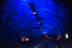 ///.....Im Tunnel..... (uwe_wienke) Tags: norwegen tunnel blaueslicht