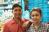 handsome market vendor couple (the foreign photographer - ฝรั่งถ่) Tags: handsome market vendor couple yingcharoen fresh food sapan mai bangkhen bangkok thailand canon