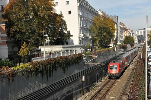 Bahntrasse bei Rennweg im Bett des ehem. Wiener Neudtaedter Kanals