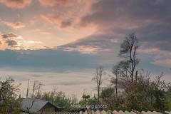 _Y2U0857.0214.Ngải Thầu Thượng.Y Tý.Bát Xát.Lào Cai. (hoanglongphoto) Tags: asia asian vietnam northvietnam northeastvietnam landscape scenery vietnamlandscape vietnamscenery vietnamscene spring sky clouds trees village house canon canoneos1dx đôngbắc làocai bátxát ytí ngảithầuthượng bảnlàng hoànghôn bầutrời mây cây nhà mùaxuân canonef35mmf14lusm