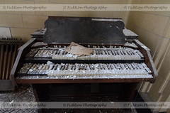 Debris Keys (ficktionphotography) Tags: piano music abandoned abandonedbuilding abandonedpsychiatricward newyork urbanexploration urbex explore decay peelingpaint