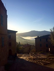 Get up early in the morning and watching fog that turning the hills, in a surreal silence! #like #follow #share #comment #borghetto #montalcino #tuscany #italy #travel #discover #landscape #enjoy 😍👍 (borghettob) Tags: like follow share comment borghetto montalcino tuscany italy travel discover landscape enjoy