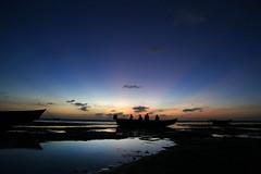 Fishermen sunset encounter (color) (alestaleiro) Tags: céu cielo sky jericoacoara jeri fishermen men pescadores atardecer pôrdosol dawn tramonto mar mer ocean encounter stories alestaleiro