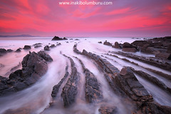 EN TIERRA DE DRAGONES (Obikani) Tags: barrika bizkaia euskadi seascape landscape sunrise sea flysch basquecountry curves longexposure color colorfull amazing beach rocks water waves canonikos