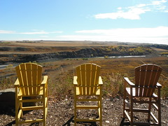 #autumn #highriver #valley (Mr. Happy Face - Peace :)) Tags: chair emptyseats albertabound autumn fall yyc cans2s horizon naturelover art2017 scenery alberta canada okotoks highriver clouds bluff aake sit relax