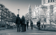 City of London -21   26112017-Edit.jpg (Colin Dorey) Tags: bw blackwhite monochrome blackandwhite stpauls churchyard tourists architecture structure building cityoflondon people cathedral