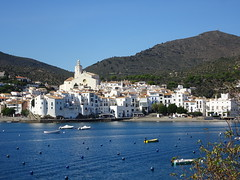 Cadaqués (Spain) (France-♥) Tags: 369 cadaques spain espana espagne city white costabrava mediterraneansea sea village building edifice chruch église water catalonia catalogne mountain montagne travel voyage