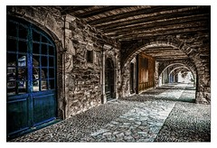 Sauveterre-de-Rouergue-3 (Terre d'Aveyron) Tags: bastide pierre porte arcade bois aveyron france