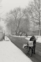 Business as usual (RW-V) Tags: canoneos70d canonefs35mmf28macroisstm apeldoorn asselsestraat driehuizen winter hiver snow neige schnee sneeuw mailman bike postman briefträger facteur nb sw zw bw noiretblanc monochrome paysbas thenetherlands niederlande nederland 100faves 120faves 150faves 175faves 200faves 225faves 250faves 275faves 2500views 300faves 325faves 5000views 350faves 375faves