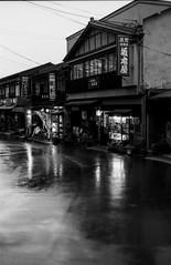 In Yoshino when it rains (Nobusuma) Tags: pentax pentaxmx smcpentax 50mm f17 fujifilm fuji fujiacros neo 100iso caffenolcm idevelopmyfilms selfdeveloped developedathome homemadesoup travel japan japaninbw kansai yoshino 24x36 135mm rain monochrome blackandwhite 日本 関西 吉野 雨 黒白 フィルム 自分でフィルム現像 ペンタックス film analog