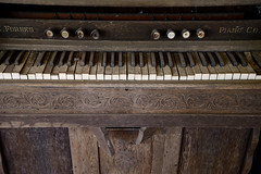 An Amazing Smile (BKHagar *Kim*) Tags: bkhagar organ antique wood keyboard forbes eeforbes pianoco estatesale