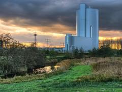 Diemer Centrale Sunset (Skylark92) Tags: nederland netherlands holland noordholland noord diemen waterkeringpad diemerzeedijk diemer vijfhoek nuon elektriciteitscentrale power plant krachtcentrale sunset zonsondergang hdr