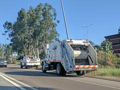 Caltrans Garbage Truck 10-12-17 (Photo Nut 2011) Tags: sanitation california garbage wastedisposal waste trash refuse junk caltrans garbagetruck trashtruck escondido sandiego