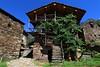 Val d'Aosta - Valle di Gressoney, Perloz: Chemp, uva fragola (mariagraziaschiapparelli) Tags: valdaosta valledigressoney montagna mountain monterosa chemp perloz angelobettoni sculture estate allegrisinasceosidiventa