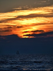 Sunset Sail. (isaacullah) Tags: