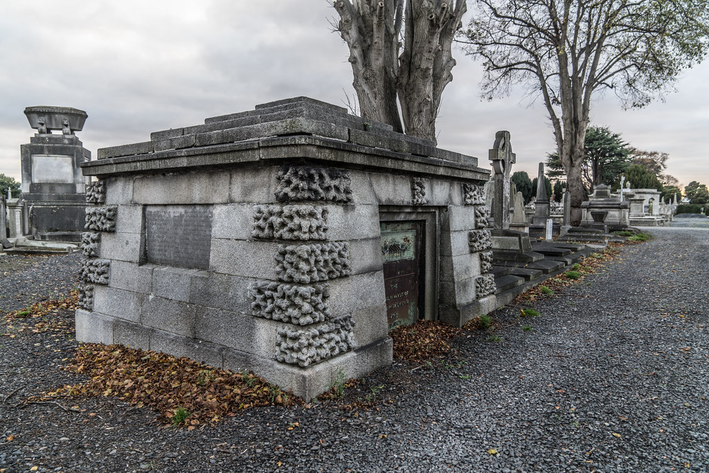 MOUNT JEROME CEMETERY IS AN INTERESTING PLACE TO VISIT [IT CLOSES AT 4PM]-134349