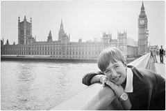 4:57 PM (Steve Lundqvist) Tags: watch orologio london londra westminster boy young portrait street bridge house parliament bw uk britain great england inghilterra travel viaggio trip tour smile nikon d5000 big ben tower