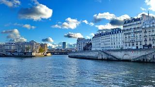 Paris en Novembre 2017 - 152 la Seine, l'Île de la Cité, lÎle Saint-Louis, la tour de Censier au loin