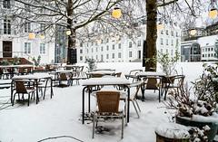 Saarbruecken | Café am Schloss (Wolfgang Staudt) Tags: saarbruecken winter schnee winterstimmung dezember2017 schloss schlosssaarbruecken barock saarland bauten bauwerke stadt staedtischesmotiv stimmungsvoll grossstadt westspange abendhimmel reflection