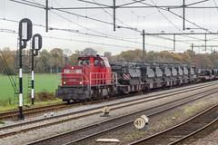Loc 6426 sleept een militaire trein door Putten (DAPPA01) Tags: veluwelijn trein spoor putten pt rails bovenleiding zijspoor station prorail ns stationsstraat overweg perron reizigers goederentrein cargo mvv dbc cv90 fennec ypr buffel leopard bergingstank militair