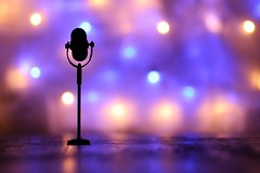 Laut (fotospoekes) Tags: laut krach mikrofon loudness loud microphone sichtbar sehen see bokeh farben grell bunt toy still tabletop fun fotospoekes