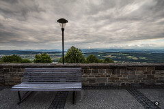 Just a Bench (_ME_photography) Tags: österreich austria canon eos 80d urlaub vacation holiday raw lightroom lr5 donau danube himmel sky winter bench mai wall may november bank church kirche maria tafel overview aussicht berge mountains lampe pflaster green red blue orange grey dark light cloudy cheerless overcast lantern outdoor landscape water
