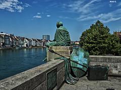 Helvetia auf Reisen (Nati C.) Tags: suiza basilea rin estatua helvetia sentada escultura hdr nik