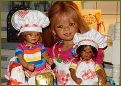 Tivi mit Reki und Leleti ... (Kindergartenkinder) Tags: leleti reki kindergartenkinder annette himstedt dolls tivi sanrike advent backen plätzchen