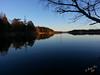 Måsnaren en höstkväll #3-2 (George The Photographer) Tags: måsnaren södertälje sjö kväll höst vatten spegelblank spegling skog klippa kvällsljus södermanland sweden se