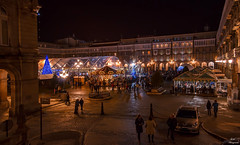 Navidad en A Coruña... (Leo ☮) Tags: navidad christmas noche night nocturna urbana urban calle street plaza square gente people luces lights color december diciembre plazademaríapita acoruña galicia