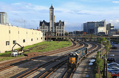 Downtown Nashville (GLC 392) Tags: emd gp382 gp383 2512 2038 station downtown nashville tn tennessee csx csxt railroad railway train depot tracks buildings